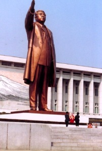 Kim il Sung statue in Pyongyang