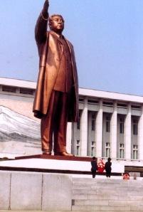 Kim il Sung statue in Pyongyang