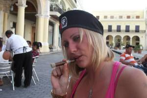 Charlotte in Havana with Che Guevara hat and Cuban cigar