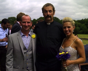 Dave Thompson (centre) the fake vicar