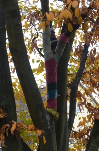 A knitted tree-warmer in a Nuremberg park