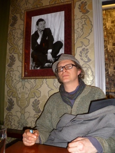 Simon Munnery last night under a picture of Benny Hill at the Comedy Pub