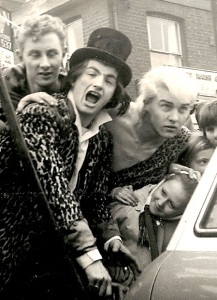 Screaming Lord Sutch (in hat) (Photograph by Colin Dale, Radio Sutch)