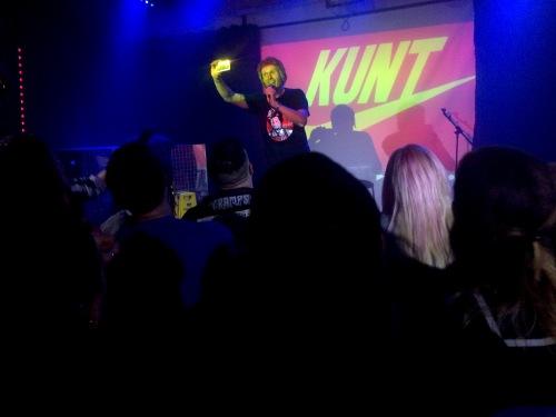kunt_withphone