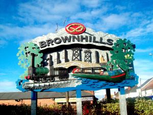 Brownhills Town Entrance feature sculpture by John McKenna (Photo by Jpb1301 of Wikipedia)